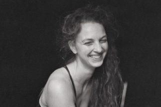 Nelle-Hens-portret-c-Rasa-Alsknyte